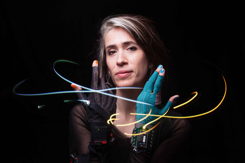 imogen-heap-mimu-gloves1
