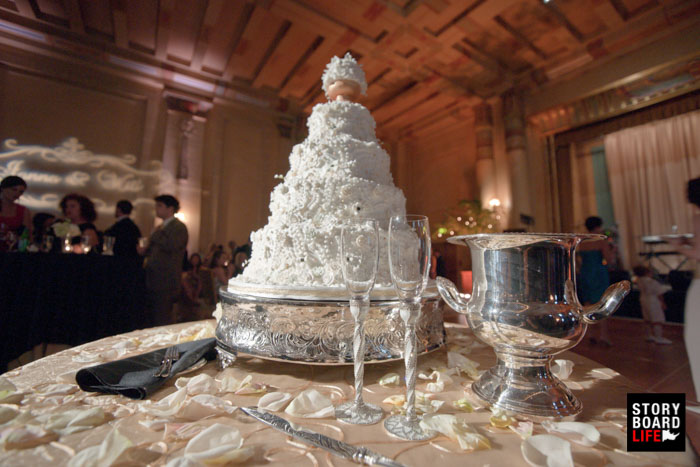 elegant wedding cake with champagne glasses